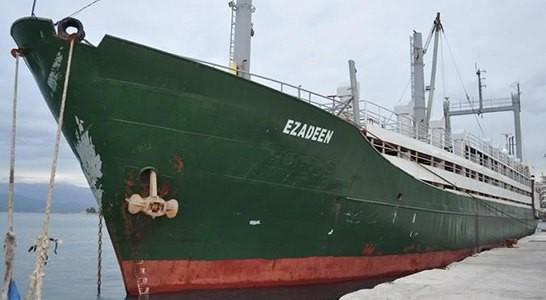 Il cargo Ezadeen trainato verso Corigliano Calabro
